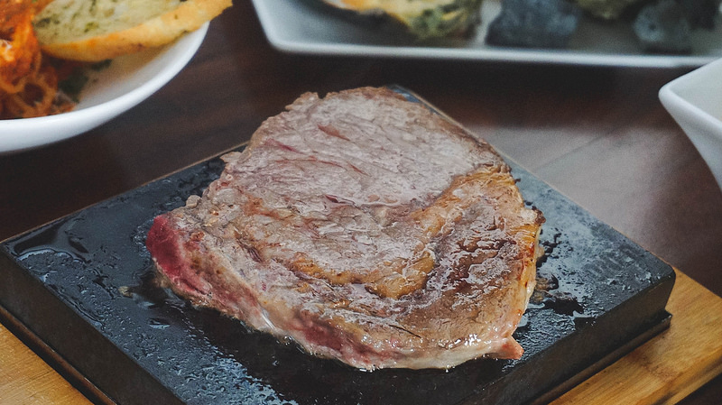 Get Stoned (Steaks) at Tomas Morato